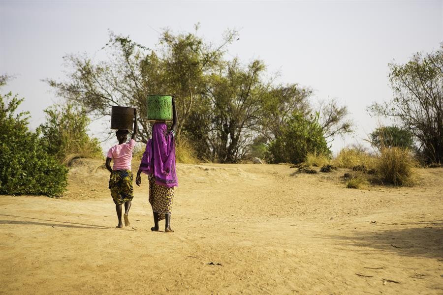 Women carrying water in Ghana