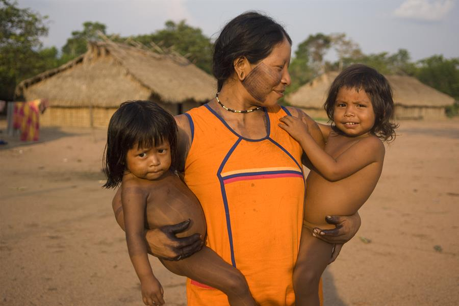 Kayapo mother with children