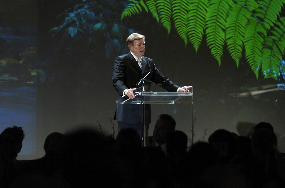 Orin Smith speaks at a Conservation International gala in Seattle.
